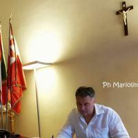 Il sindaco di Foligno Stefano Zuccarini rivuole il Crocifisso al suo posto