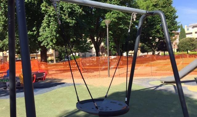 Vandali deturpano giochi dei bambini a Bastia, sindaco, nessuna tolleranza