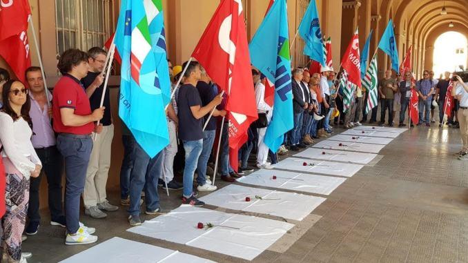 Flash mob, basta morti sul lavoro, sindacati dal Prefetto Claudio Sgaraglia