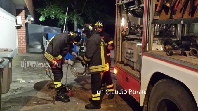 Incendio ai magazzini Lidl di Castiglione del Lago, in fiamme il compattatore