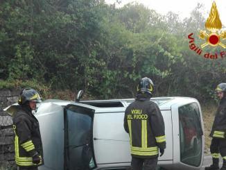 Auto si ribalta in un incidente stradale, donna ferita, a Castelviscardo