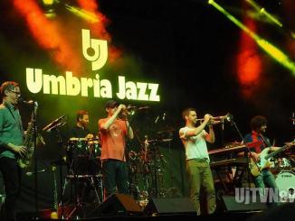 Snarky Puppy una college band all'Arena di Umbria Jazz