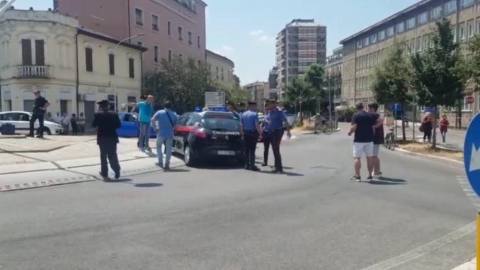 Spara con la pistola in pieno centro a Terni, ferito carabiniere