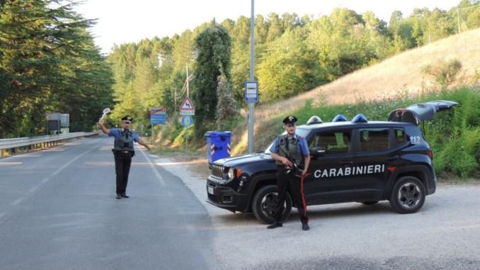 Ruba in gelateria inseguito da passanti, macedone denunciato