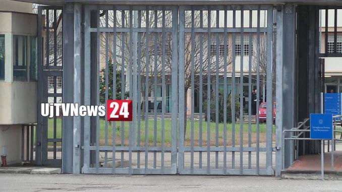 Detenuta stacca orecchio a poliziotta, follia in carcere a Capanne
