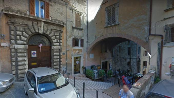 Si voleva buttare da 7 metri, salvato da carabinieri e vigili del fuoco, il racconto