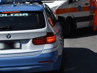 Incidente stradale a Casalina, auto si ribalta, donna ferita