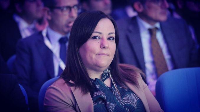 Sottosegretario Laura Agea e parlamentari 5S attaccano modello Tesei