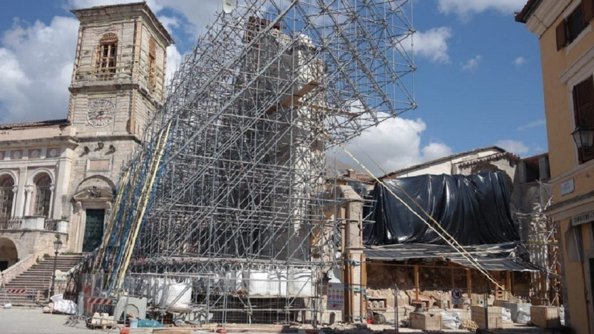 Terremoto e Basilica Norcia, professor Paolucci, da ricostruire com'era
