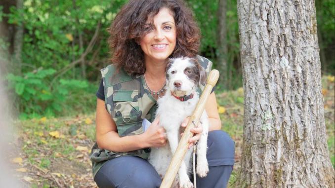 Elisa Ioni laurea in sociologia col vanghino e il cane, la dea dei tartufi