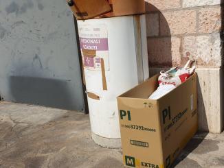C'è una farmacia a Bastia Umbra dove non passano a raccogliere farmaci scaduti, la denuncia  Video