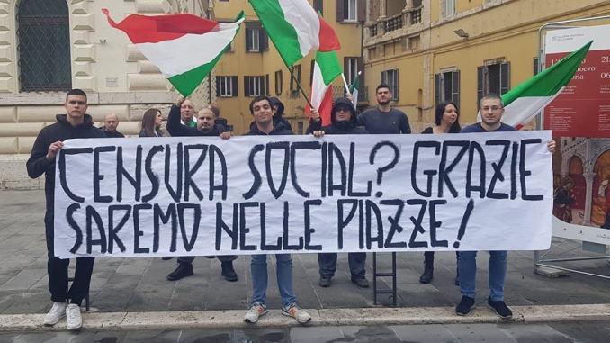 Facebook oscura pagine, Forza Nuova protesta a Perugia come in Italia