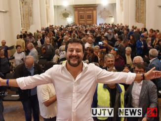 Matteo Salvini visita carcere Capanne e incontra polizia penitenziaria