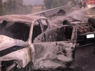 Incidente tra auto a metano e gpl vetture in fiamme, 5 persone ferite