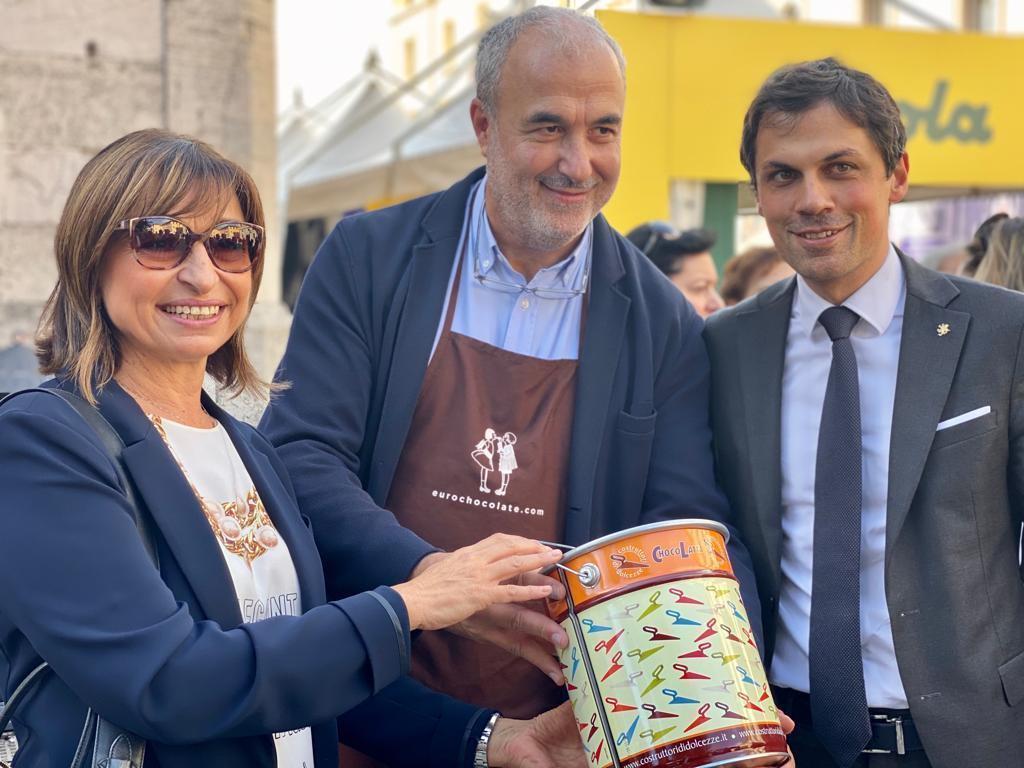 Donatella Tesei finisce tra le praline, viaggio ad Eurochocolate