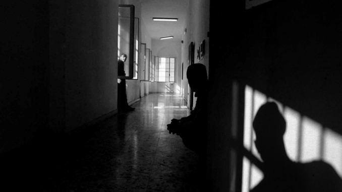 Detenuto si impicca in carcere, salvato da Penitenziaria, è grave in ospedale