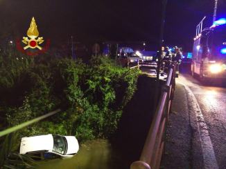 Anziano finisce con l'auto in un fossato incidente a Capocavallo di Perugia [FOTO]