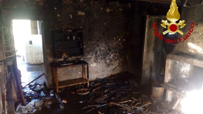 Incendio a Città di Castello, a fuoco annesso agricolo di 80 metri quadrati