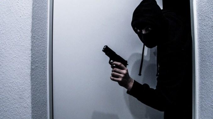 Ladri in casa qualsiasi ora, cittadini si rivolgono alla vigilanza armata notturna