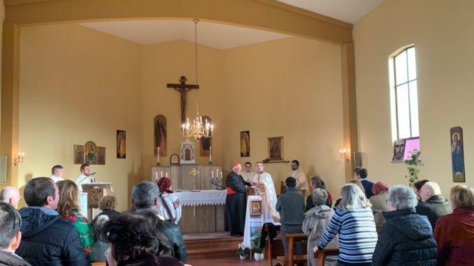 Cardinal Bassetti visita comunità cattolica romena rito greco bizantino