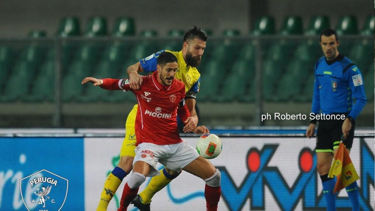 Gol e un rigore nel finale per il Chievo, Grifo prende pure un palo, risultato bugiardo