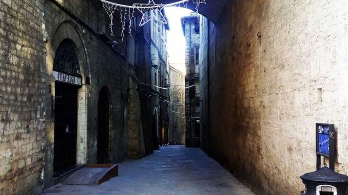 Via dei Priori, lavori in corso e disagio continuo, il Comune intervenga