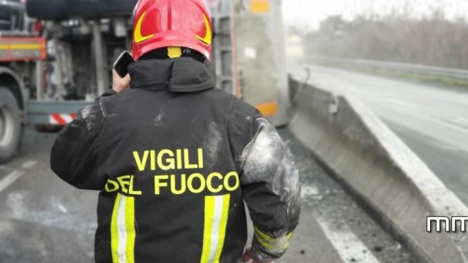 Umbria divisa in due, per un autocarro ribaltato sulla E45, ferito autista