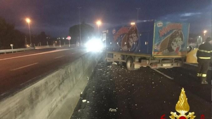 Incidente stradale su Raccordo Perugia Bettolle, due i mezzi coinvolti, sul posto 113, 115 e 118