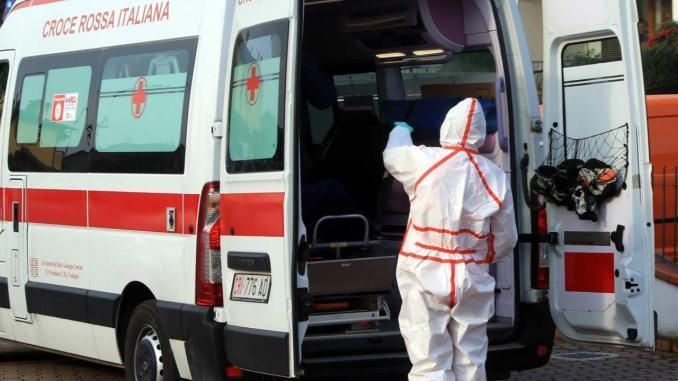 Anziano muore di Covid in ambulanza, durante il trasporto al pronto soccorso