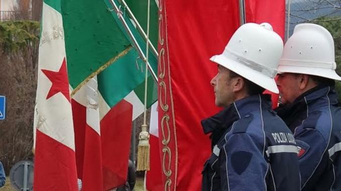 Bandiera italiana con stella rossa, Giorno del Ricordo, CasaPound, oltraggio