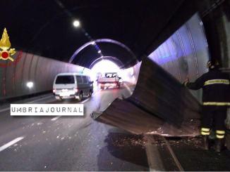 Incidente stradale in galleria sul Raccordo, 3 auto coinvolte c'è un ferito