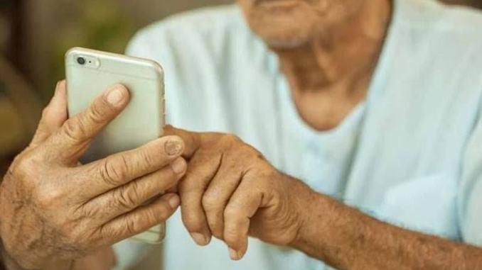 Priorità dopo COVID-19: colmare il divario digitale per gli over 65