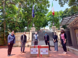Ex studenti vietnamiti fa colletta e dona 5000 mascherine UnistraPg