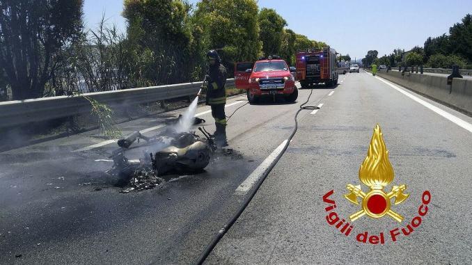 Incidente in moto, fiamme sulla E45 a Montebello, ferito motociclista