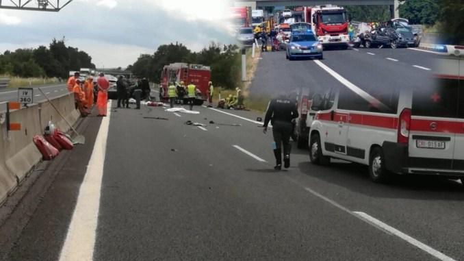 Incidente in A1 tra auto e Tir, è strage, 4 morti, anche 2 bimbi e 6 feriti