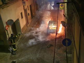 Incendio nella notte in via dei Casceri a Città di Castello