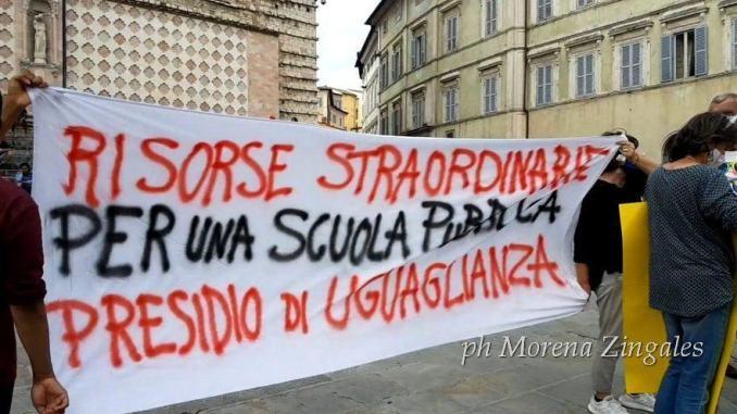 Vogliamo una scuola pubblica in sicurezza, la protesta in piazza a Perugia
