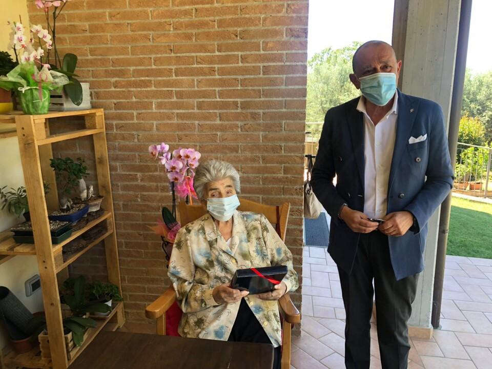 Gli auguri dell'amministrazione alla centenaria Dina Marcucci