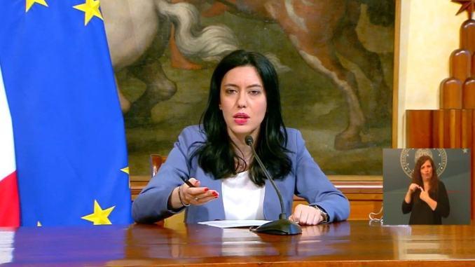 Post social Presidente Consiglio Amelia contro Ministro Azzolina, FI contro