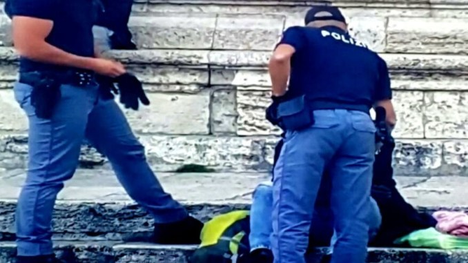 Polizia arresta straniero in piazza IV Novembre, spacciava droga