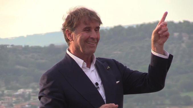 Brunello Cucinelli scrive una lettera ai suoi dipendenti, un messaggio di gratitudine
