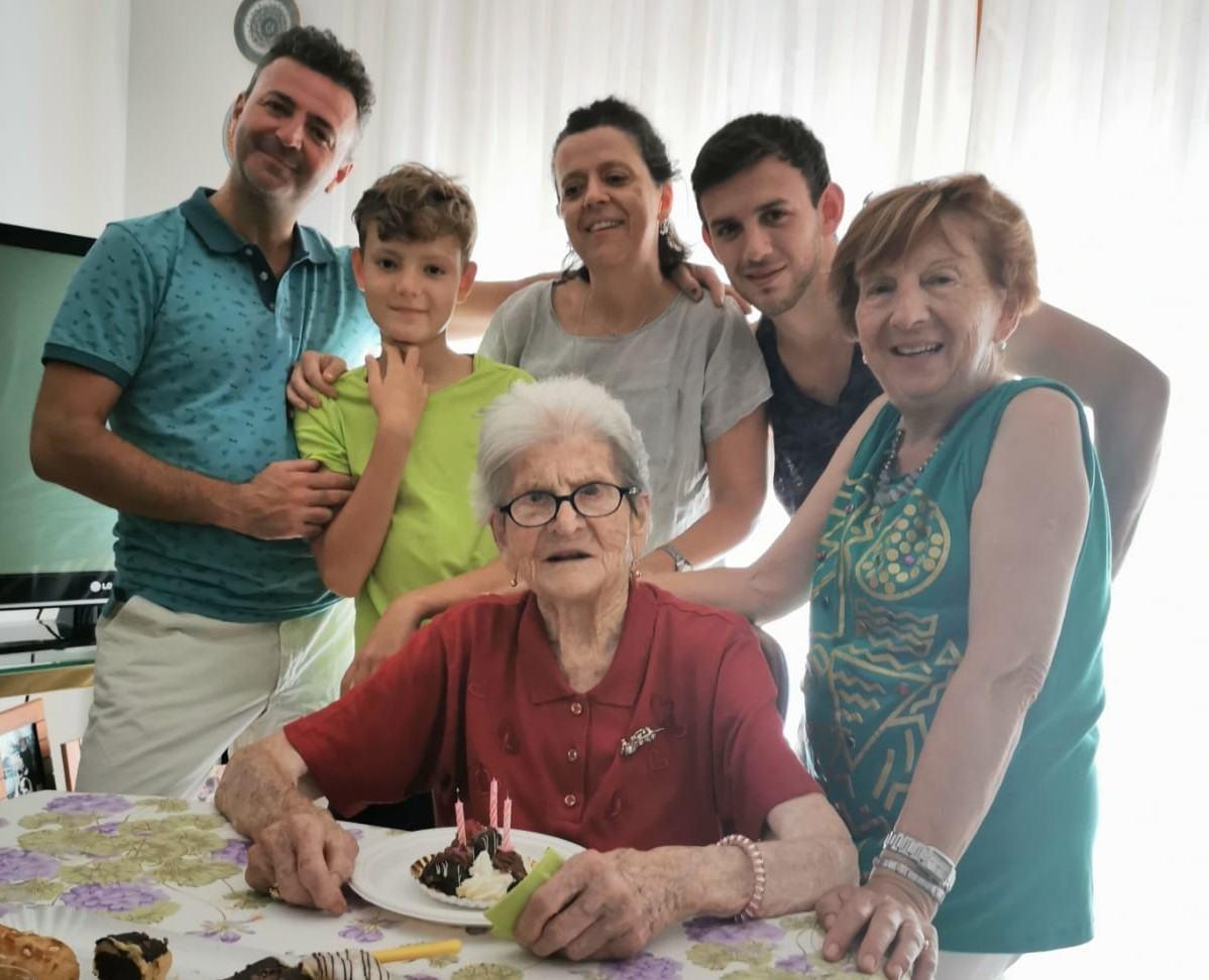 Ponte San Giovanni, festa per i 103 anni di nonna Fosca
