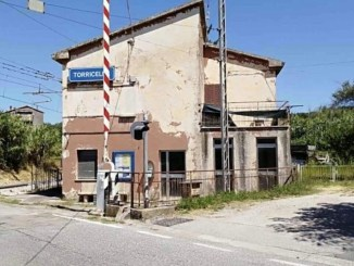 Torricella del Lago Trasimeno, la stazione ferroviaria in stato di abbandono