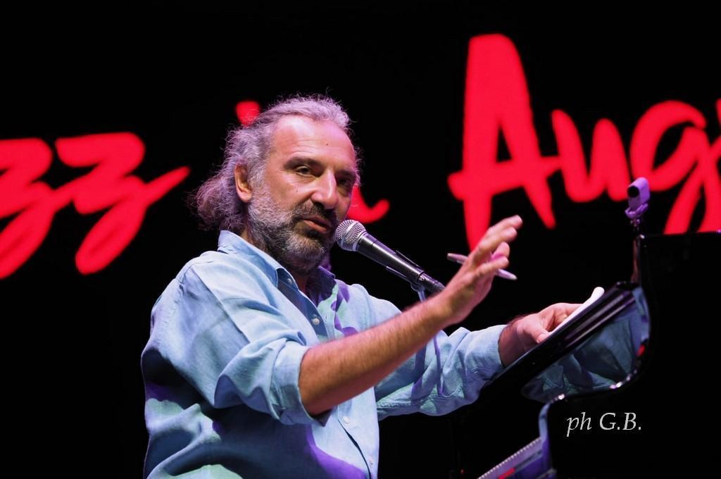 Stefano Bollani a Umbria Jazz in August, omaggio all'arte dell'improvvisazione 📸🔴 FOTO E VIDEO