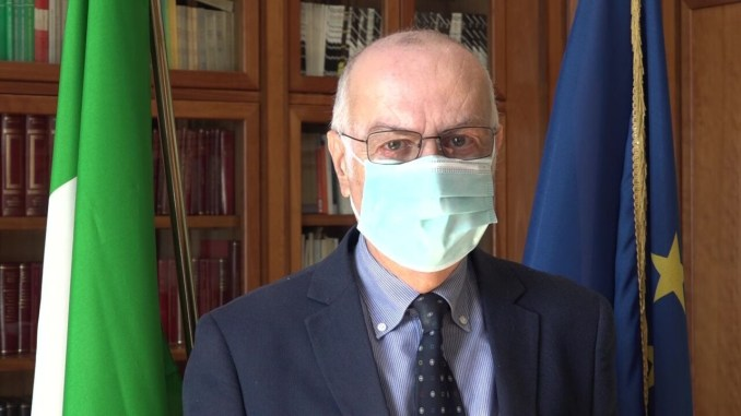 Covid, epidemia in Italia mostra lieve riduzione nella trasmissibilità