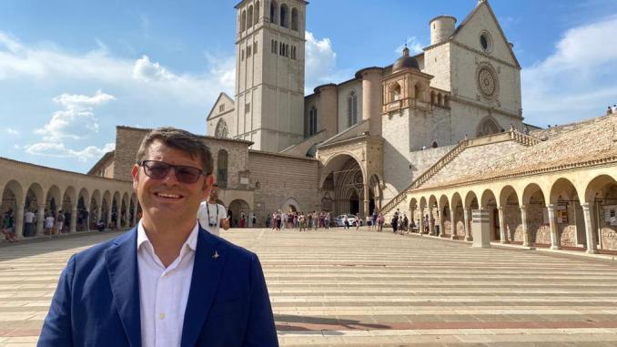 Miopia governo boccia emendamento Assisi e altri comuni a vocazione turistica