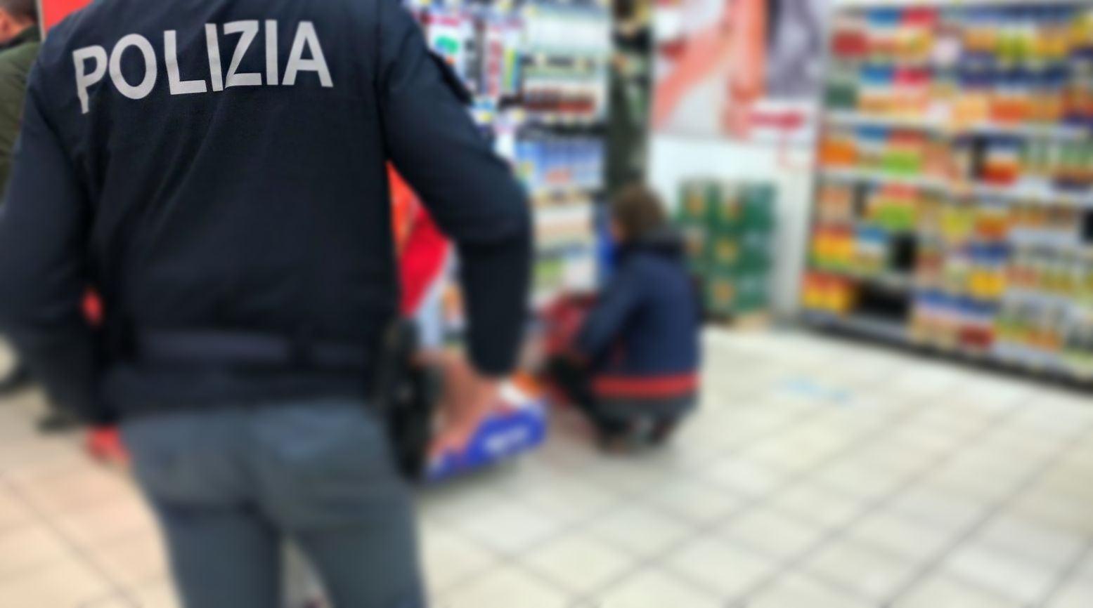 Ruba capi in un negozio, arrestata, a Corciano, straniera di 31 anni