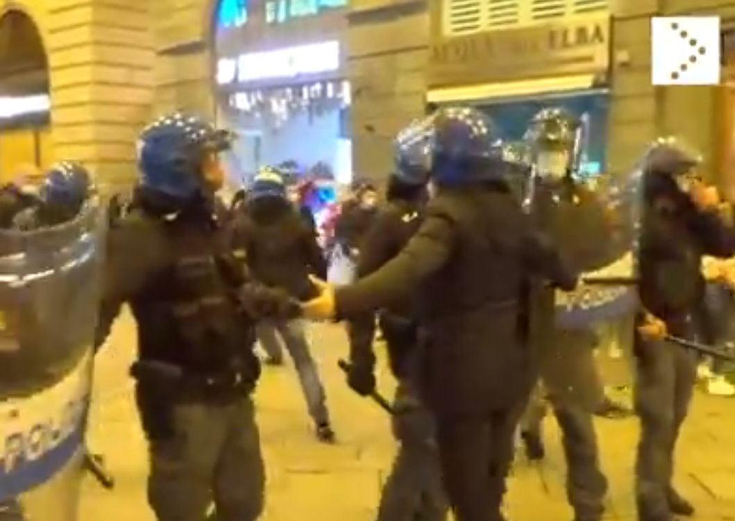 Covid e dpcm, video guerriglia di Firenze, una decina fermati per gli scontri 🔴