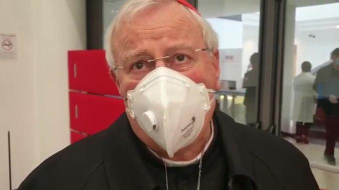 Il cardinale Gualtiero Basetti, affetto da covid-19, è stazionario e collabora