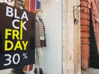 Black friday, i commercianti che resistono, sconti fino a sabato